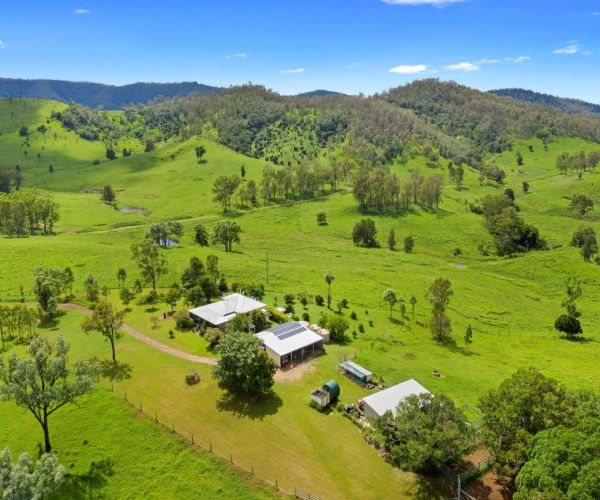 'Hannah Lea' – Character Queenslander on 358 Acres!